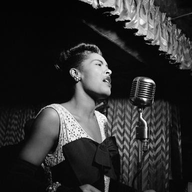 Billie_Holiday,_Downbeat,_New_York,_N.Y.,_ca._Feb._1947_(William_P._Gottlieb_04251).jpg